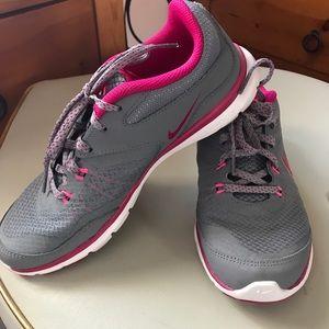 Nike training flex size 6